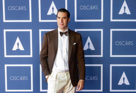 Sacha Baron Cohen trug bei den Oscars 2021 eine Omega Constellation Gents 39mm