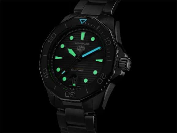 TAG Heuer Aquaracer Professional 300: Unterschiedliche Farben bei Dunkelheit