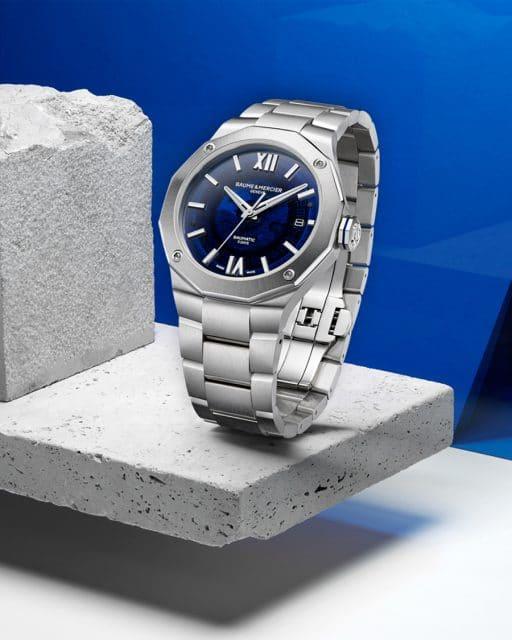 Baume & Mercier: Riviera Baumatic 10616 - Automatikuhr, Datumsanzeige, 42 Millimeter, blaues Saphirglasziffferblatt