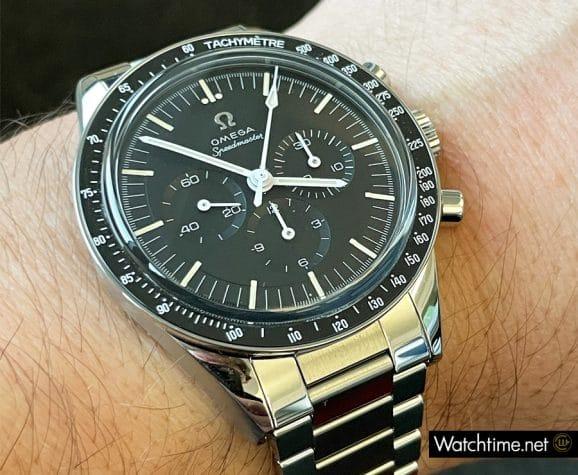 Wristshot der Omega Speedmaster Moonwatch 321