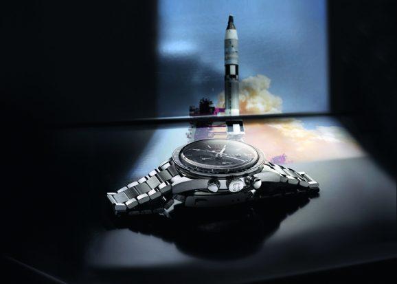 Komplexes Uhrengehäuse: Die überstehende Lünette, das hoch gewölbte Deckglas und die Pilzdrücker sind typische Merkmale der Moonwatch