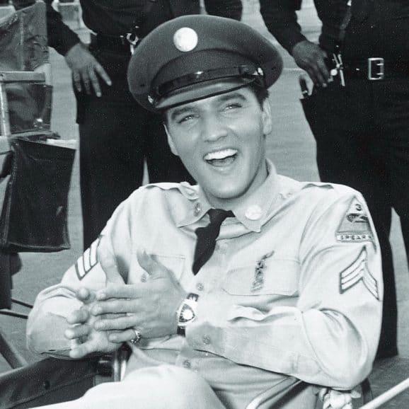 """Hamilton: Elvis Presley trägt die Ventura während der Dreharbeiten zum Film """"Blue Hawaii"""""""