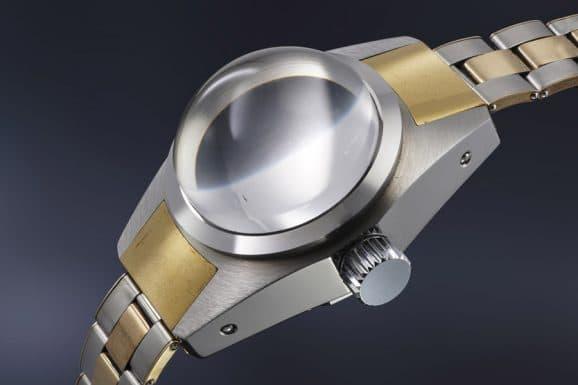 Mit ihrem halbkugelförmigen Glas und einer Gesamthöhe von 35 Millimetern ist die Rolex Deep Sea Special auch optisch eine außergewöhnliche Uhr.